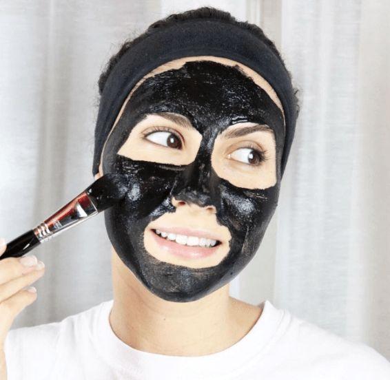Le charbon végétal activé non pas pour la digestion ^^ mais pour ma peau ! Oui oui oui pour ma peau, le charbon végétal a une action assainissante et purifiante il va également absorber l'excès séb...