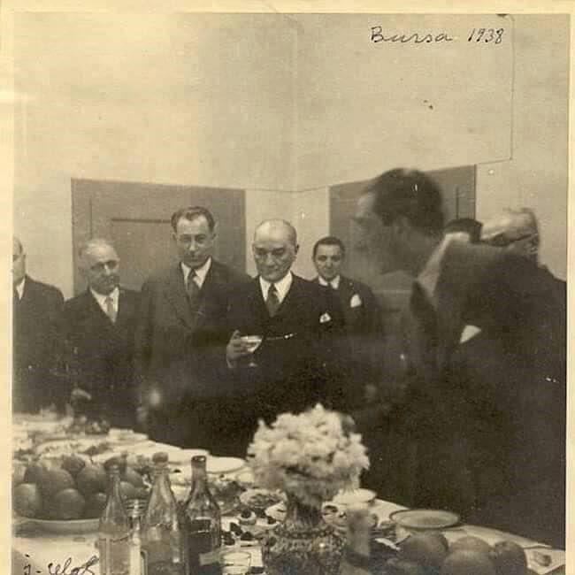 Liderimiz Mustafa Kemâl Atatürk .