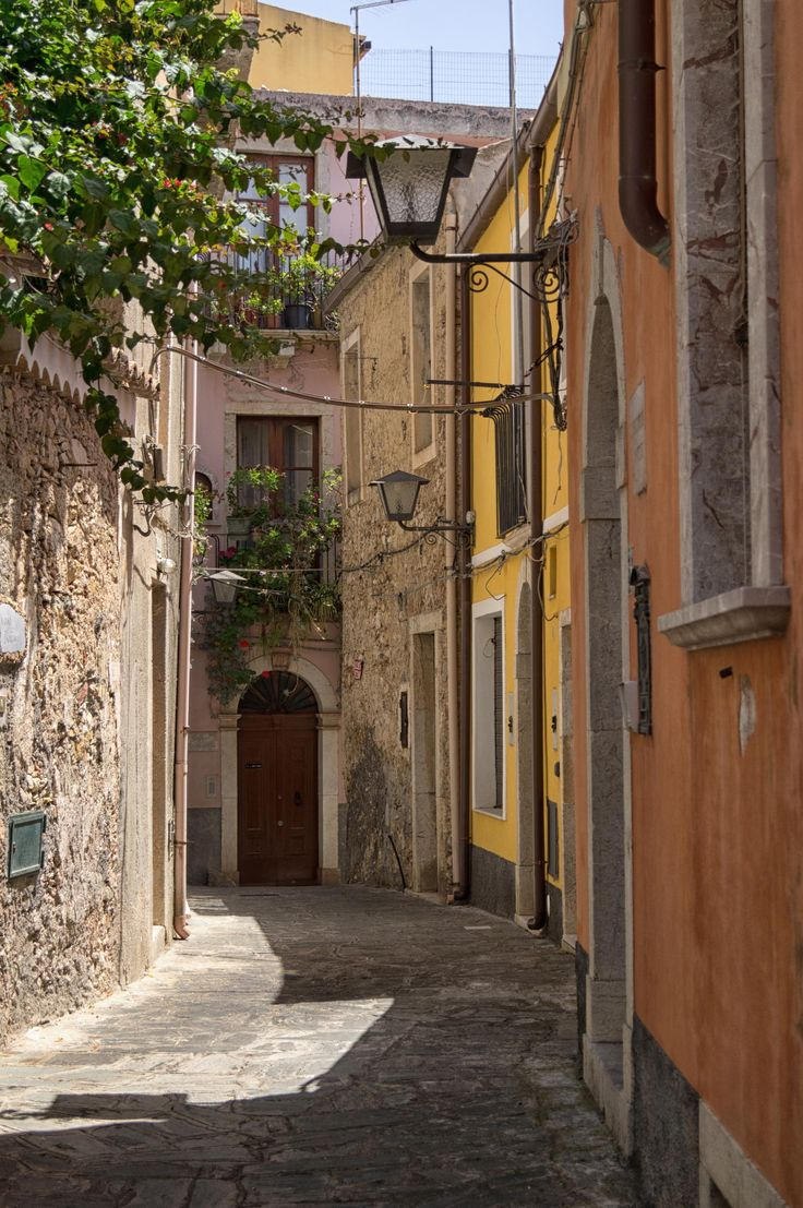 Castelmola - Typical street by Nunzio Santisi on 500px