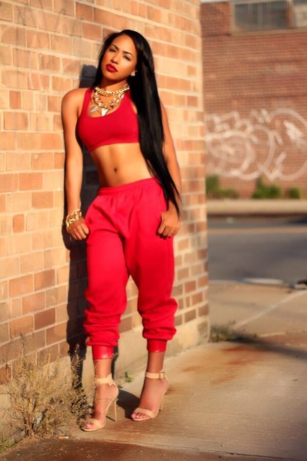 Aaliyah's style was ahead of her time (Aaliyah look alike)
