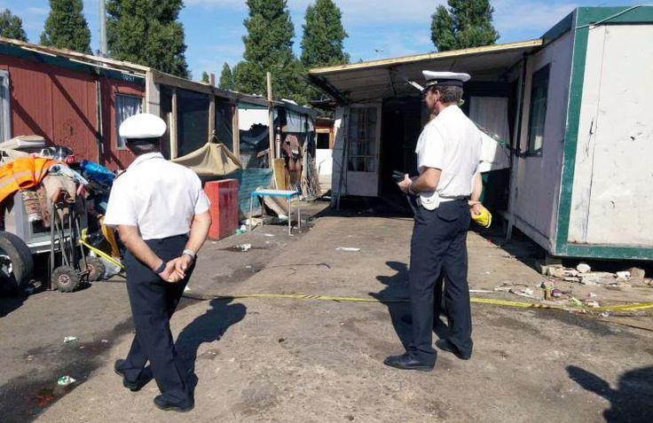 Il campo rom in via Candoni è ancora una volta causa di problemi: amianto minaccia sicurezza del presidio dei vigili in servizio di piantonamento.