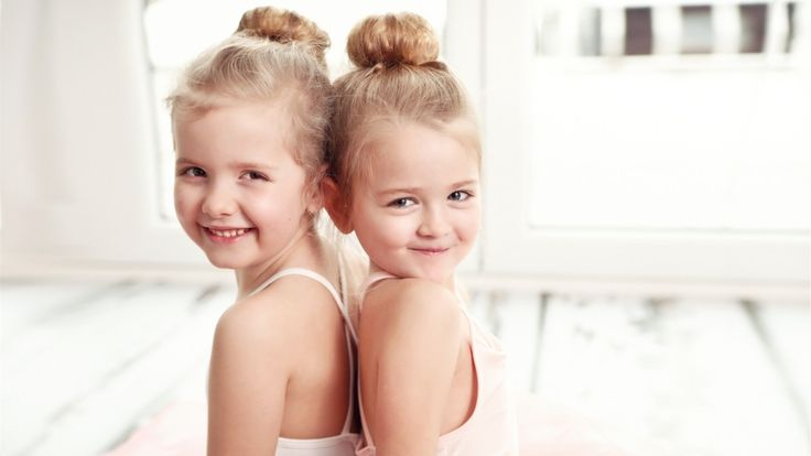 Peergroups, also eine Gruppe Gleichaltriger, spielen eine wichtige Rolle im Leben eines Kindes. Die Identifikation mit der Gruppe und das Ablösen von den Eltern werden immer wichtiger. Peergroup – Was ist das? In der Welt eines Kindes kontrollieren die Erwachsenen die vorhandenen Ressourcen (Spielzeit, Nahrung, Verbote und Gebote,…). Somit stellt sich eine asymmetrische Beziehungsebene zwischen …