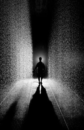 A field of falling water that pauses wherever a human body is detected, Rain Room offers visitors the experience of controlling the rain. Random International. Rain Room. 2012. Photo courtesy of the artist