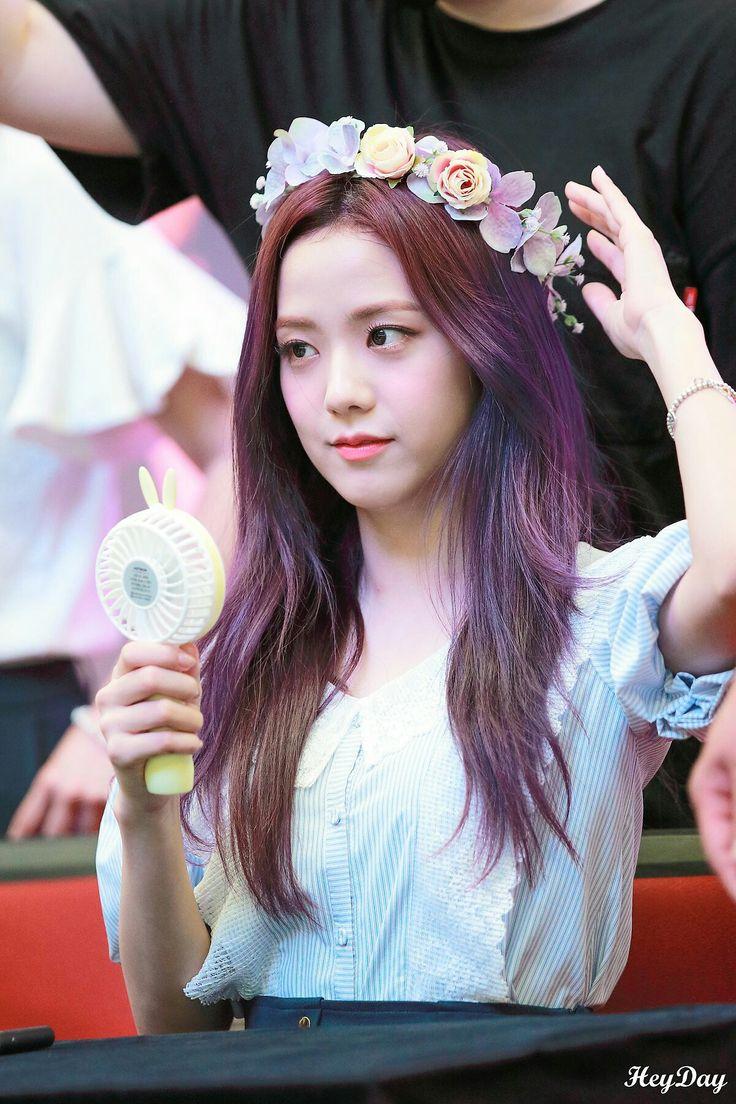 Aww she looks so gorgeous