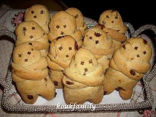 ΛΑΖΑΡΑΚΙΑ (small raisin buns shaped as person made specially on Saturday of Lazarus - Greek traditional custom) from koukfamily-cook.blogspot.com