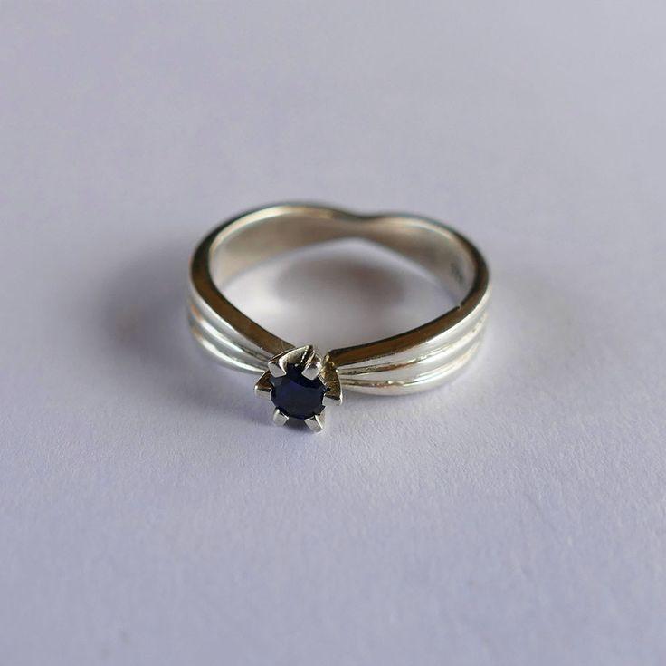 Blue stone ring #silver #handmadejewelry #ringoftheday #ribbonring #blue #jewelryphotography