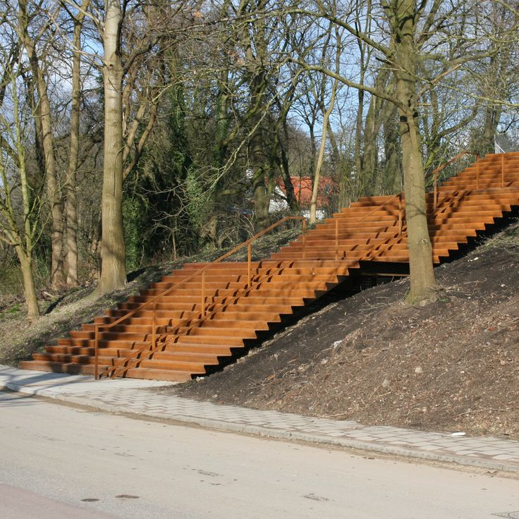 RENKUMS BEEKDAL   Royale cortenstalen trap verbindt dorp met beekdal.