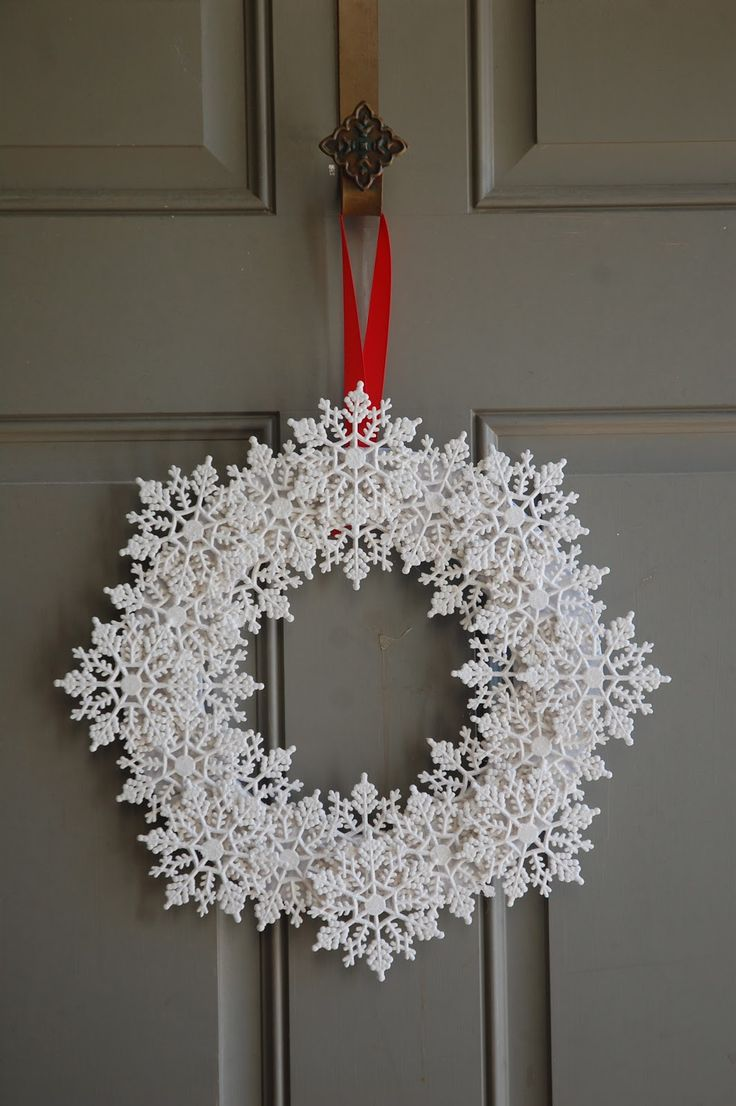 I stopped by JoAnn and picked up the materials I needed to make a second snowflake wreath. This one came together even more quickly than ...