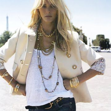 white t-shirt, cream rolled-up sleeves blazer, jeans and lots of gold: perfect summer casual: Fashion, Style, Clothing, Outfit, Jeans, Jackets, Blazers, Gold Accessories, Gold Jewelry