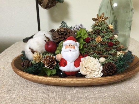 クリスマスまでわずかな為値下げしました。セール品の為プレゼントラッピングはご遠慮願います。まつぼっくりで作ったクリスマスツリーメインにウッドプレートの上をクリ...|ハンドメイド、手作り、手仕事品の通販・販売・購入ならCreema。