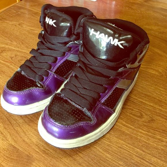 Boys or Girls Tony Hawk Shoes Purple and black. Light wear but still in great condition. My daughter loved these shoes. No wear on tread. Tony Hawk Shoes