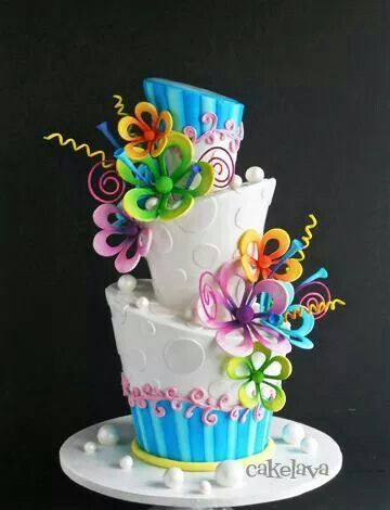This so looks like a cake the mad hatter would have - For all your cake decorating supplies, please visit craftcompany.co.uk