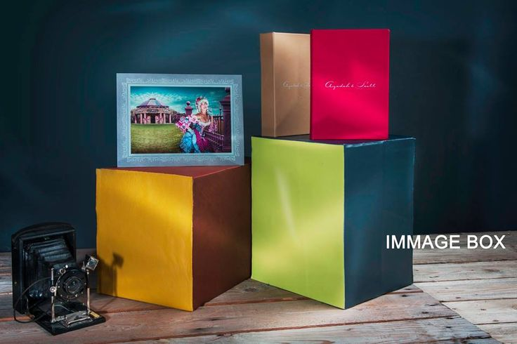 IMAGE BOX | Fine art prints in a dedicated chest customizable in different colors and materials. #graphistudio #imagebox #fineartprint #portraitphotography #weddingphotography #design http://www.graphistudio.com/en_US/image-box