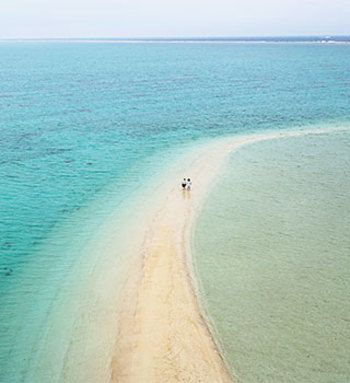 """滞在者全てが満足できる「リゾナーレ小浜島」。 石垣島から30分。 """"うりずん""""に吹かれ、南国の別天地へ出掛けてみましょう。"""
