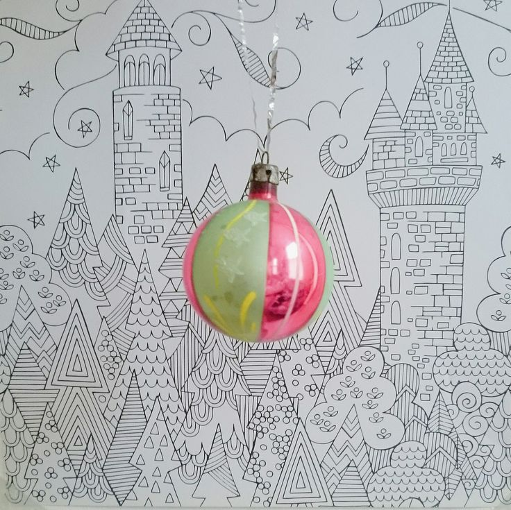 VINTAGE 1950s/60s GLASS CHRISTMAS BAUBLES from www.deerandfawn.com
