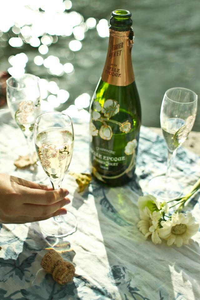 фото с ромашками и шампанское яркой зелени
