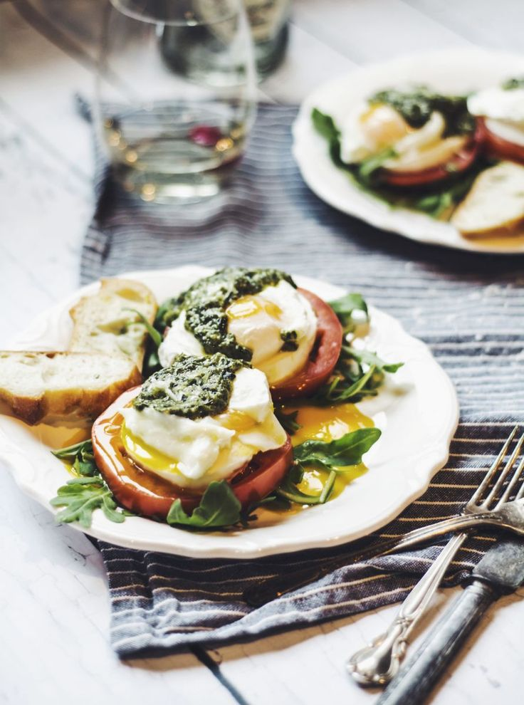 Caprese Eggs Benedict....healthy version of traditional Eggs Benedict and looks SO yummy!