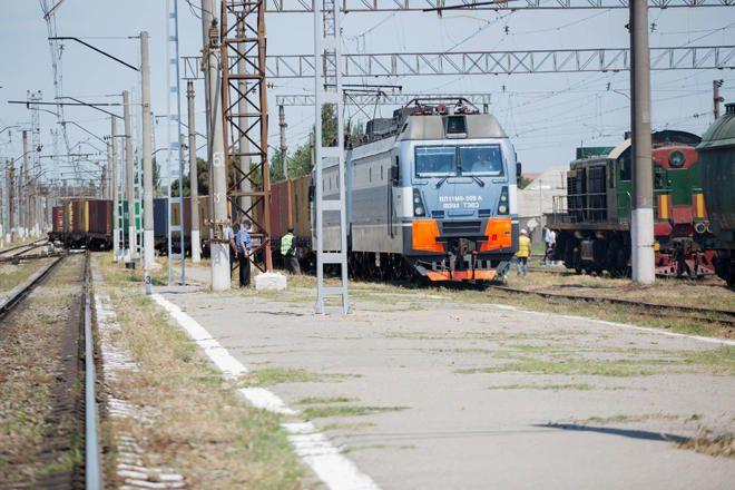 Узбекистан запустил пассажирское движение по новой железнодорожной линии Бухара - Мискен, сократив на два часа время движения поездов, следующих из Ташкента в Ургенч, Хиву, Нукус и в обратном направлении, передают узбекские СМИ...