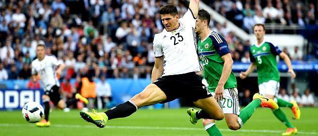 Gomez trifft zum 1:0-Sieg: Gruppensieger! Achtelfinale! Deutschland schlägt Nordirland im Chancen-Festival