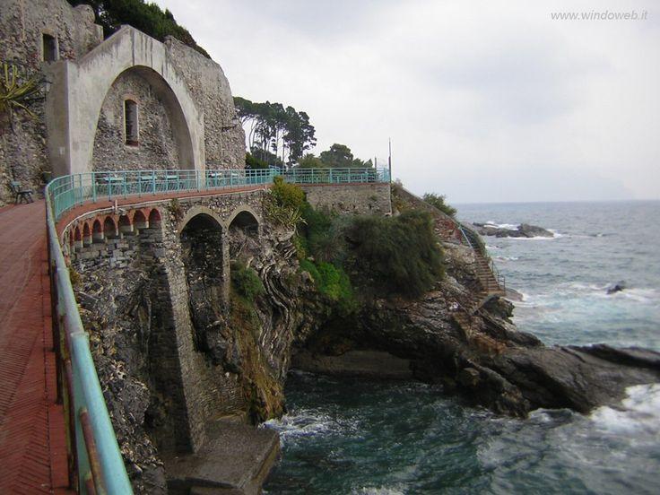 Immagine di http://www.windoweb.it/desktop_italia/foto_liguria/foto_nervi/foto_nervi_05.JPG.