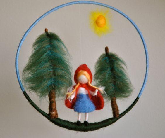 Poupée feutrée inspiré aiguille Mobile Waldorf d'enfants : The Little Red Riding Hood conte de fées