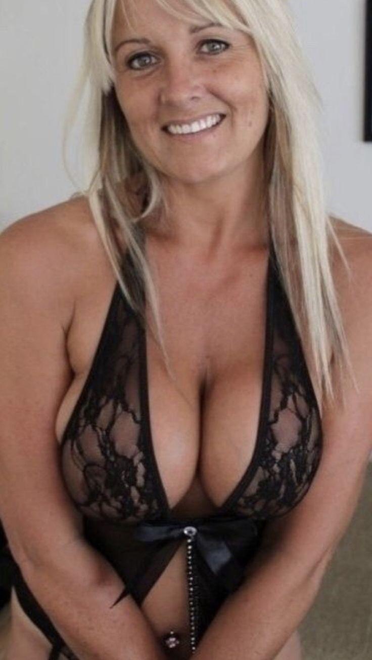 Mature housewives real Lisa Rinna