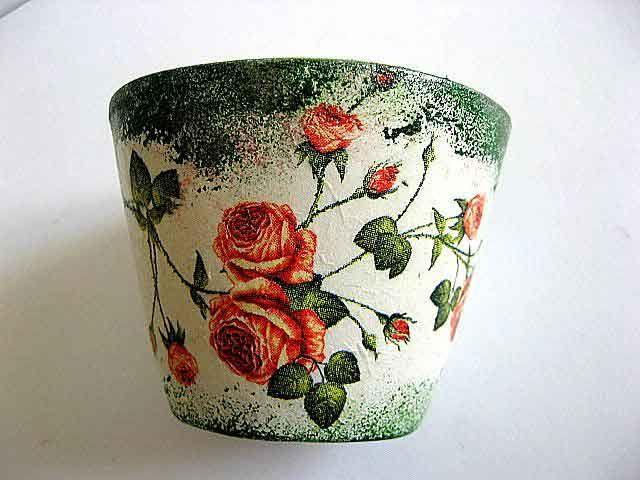#Vază #ceramică #flori, model #trandafiri roşii pe #fundal de #epocă / #Vase #ceramic #flowers, #red #roses #pattern on #vintage #background / #꽃병 #세라믹 #꽃, #빈티지 #배경에 #빨#간 #장미 #패턴 https://handmade.luxdesign28.ro/produs/vaza-ceramica-flori-model-trandafiri-rosii-pe-fundal-vintage-21829/