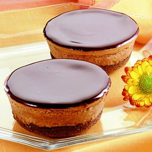 Mini Cheesecakes - great idea! Now that half the family is gluten & dairy free, I can make and freeze single serving size for when I get a craving.
