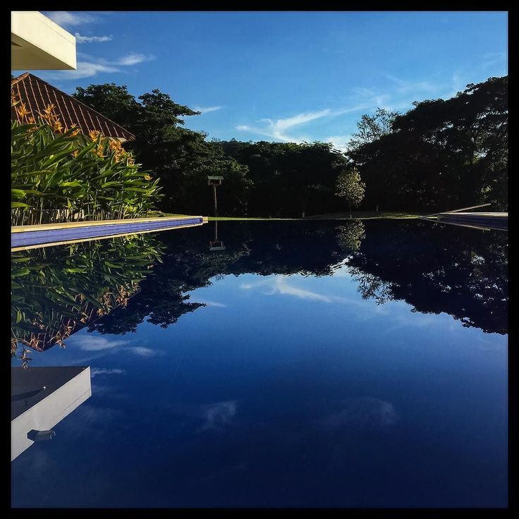 Mirror #apulo #apulocolombia #colombia #mirror #pool #sky #blue #southamerica #reflection #iphoneonly #nofilterneeded