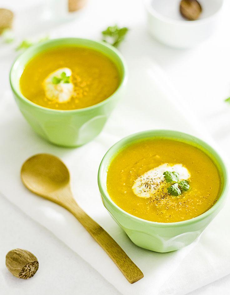 Recette Soupe de carottes à la marocaine THERMOMIX : Mettre 400g de carottes en morceaux (on peut mélanger avec du céleri rave), 5 brins de persil (ou de men...