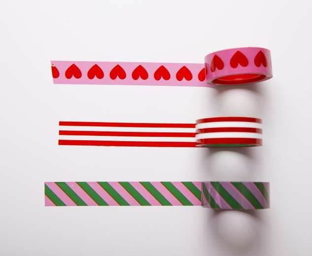 WASHI TAPE If you put up at a rented place and cannot paint your house, you can still decorate your walls with Japanese crafts tape.
