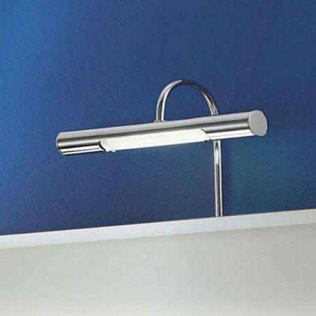 Tron est une applique conçue par la marque Eglo et qui peut être placée dans une salle de bain ou éclairer un tableau. De forme horizontale, l'applique Tron est composée d'une structure en acier chromé et d'un diffuseur en verre satiné.