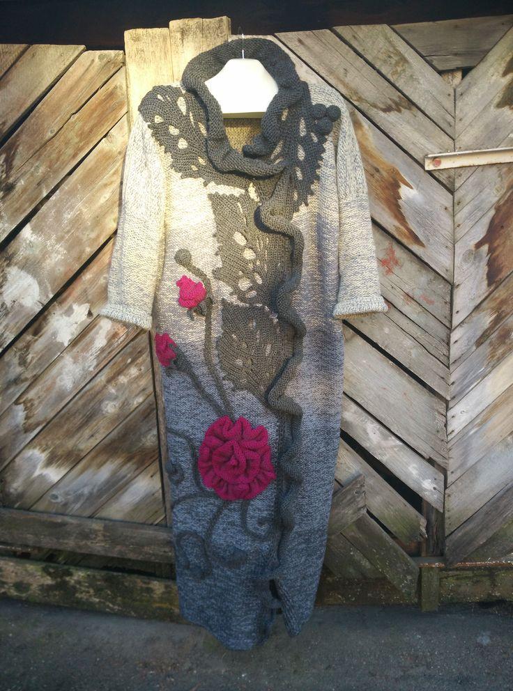 пальто из шерсти,связано вручную спицами.