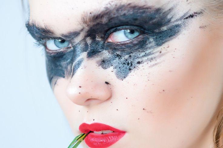 Официальный сайт журнала EYEREPUBLIC - авторитетного гида по модным дизайнерам в мире оптики. Какие очки купить в этом сезоне, кто - самые одаренные дизайнеры очков, психология зрения - читайте в новом номере EYEREPUBLIC.