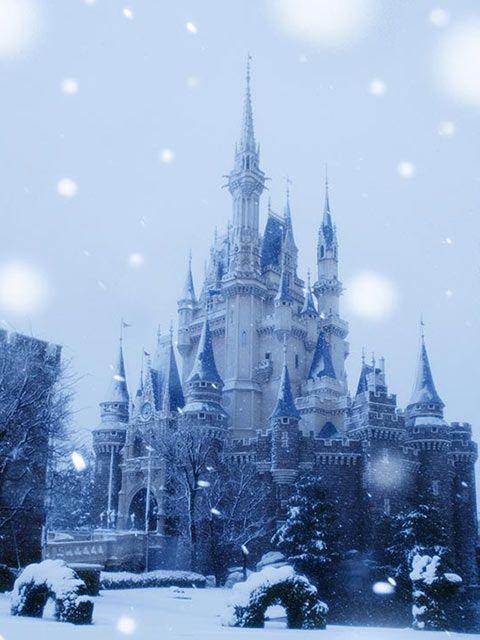 シンデレラ城も真っ白です。 Photo by J.S