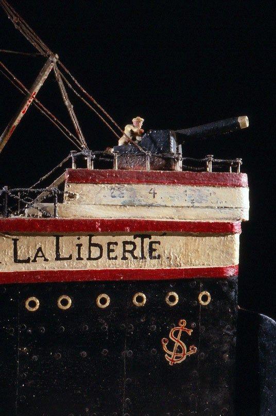 Le Musée de Laduz présente une collection unique de maquettes de bateaux, d'ex-voto, d'objets souvenirs, de documents, la vie quotidienne du peuple de la mer, et celle de la marine fluviale.