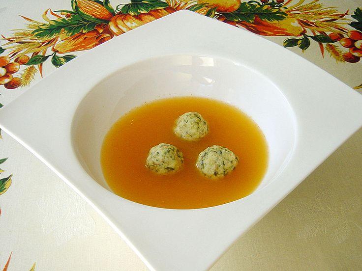 Klare Tomatensuppe mit Petersilienklößchen, ein beliebtes Rezept aus der Kategorie Einlagen. Bewertungen: 91. Durchschnitt: Ø 4,6.