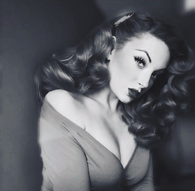 Perfect curls go with everything. Try our favourite burlesque hairstyles for long hair (using heat and not) http://www.burlexe.com/beauty/how-to-burlesque-hairstyles-for-long-hair/ #Hairstyles #PinUpGirls