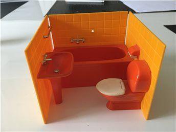 Dockskåpsmöbler toalett (retro) (kort auktion) på Tradera.com -