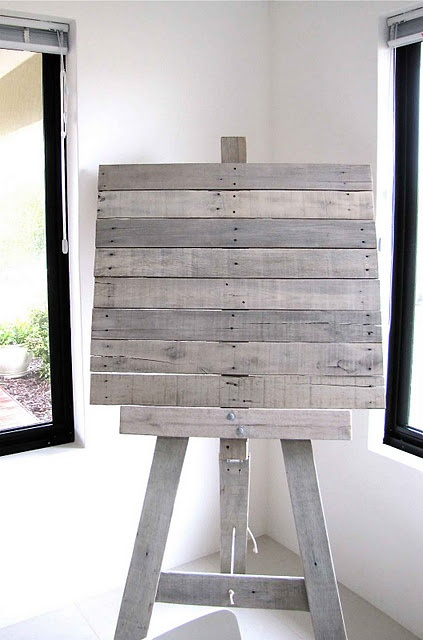Recycled Pallet Art Easel