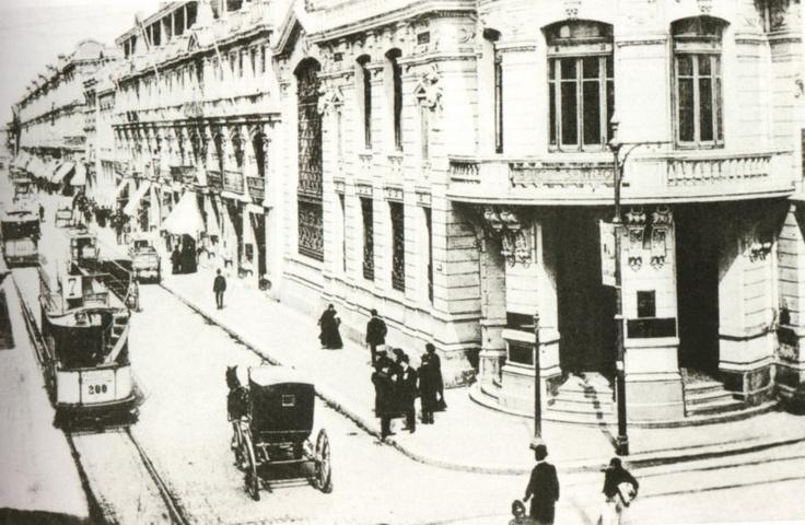 Tranvias en pleno centro de Santiago entre Ahumada y calle Agustinas