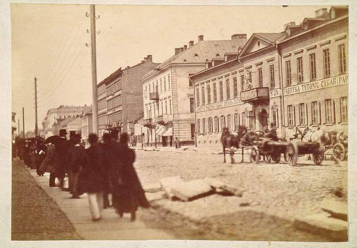 Warszawa, Ulica Marszałkowska 114, róg Złotej z budynkiem Fabryki Tytoniu, Cygar i Papierosów pod firmą Laferme,ok. 1882 r.