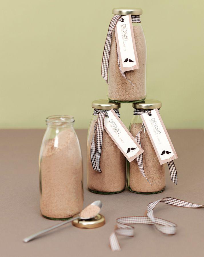 """Hausgemachte Cappuccino-Mischung - Gastgeschenke lecker und selbst gemacht - Die Cappuccino Mischung ist nicht nur ein tolles Gastgeschenk, sondern mit Wasser oder Milch aufgefüllt, auch eine wirklich leckere Art """"Danke"""" zu sagen.  :: zur Anleitung"""