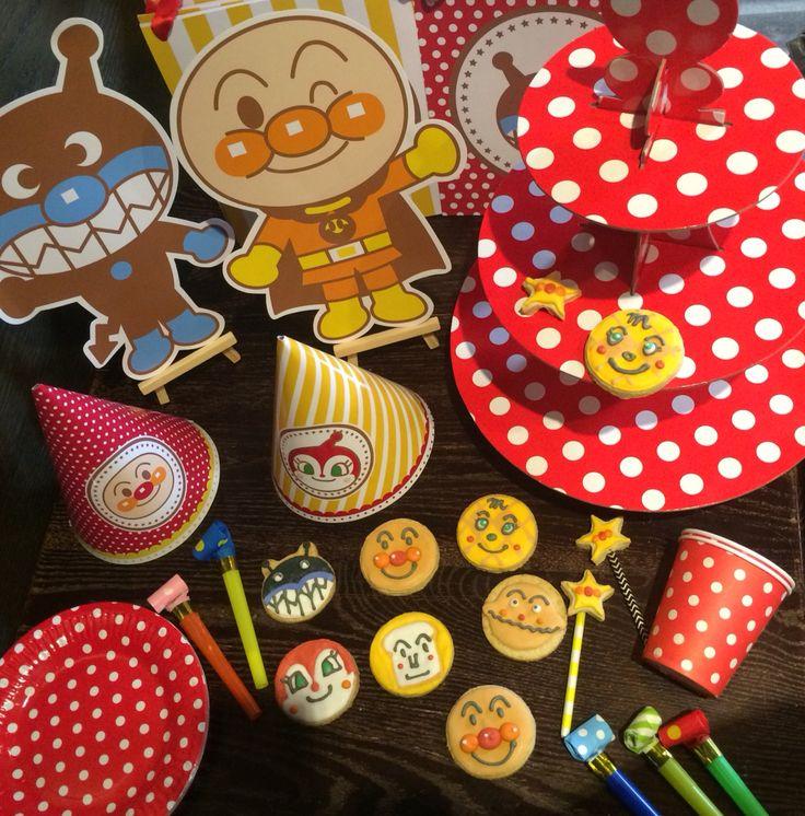 麵包超人主題派對// 再一次為小朋友規劃的生日派對,今天畫了很多麵包超人餅乾哈哈還有可愛的細菌人喔...明天漂亮的杯子蛋糕和派對巫魔也會登場~太多東西鏡頭滿出來了!  #anpanman #icingcookie #colorful #麵包超人 #媽咪喜歡嗎 #快來跟我說你們也要