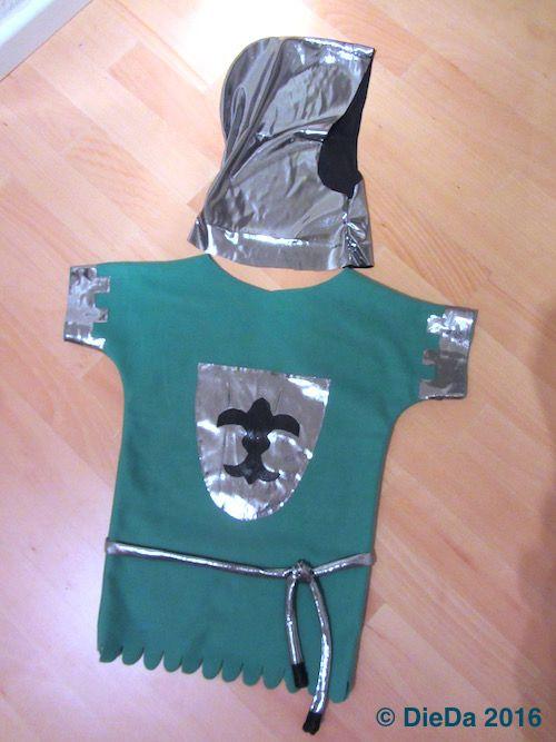 Ritter Kostüm mit Helm Haube aus Ikea Fleecedecke und silber metallic Jersey