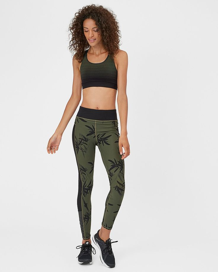 Say hello to the bum-sculpting superhero leggings in a cropped length.