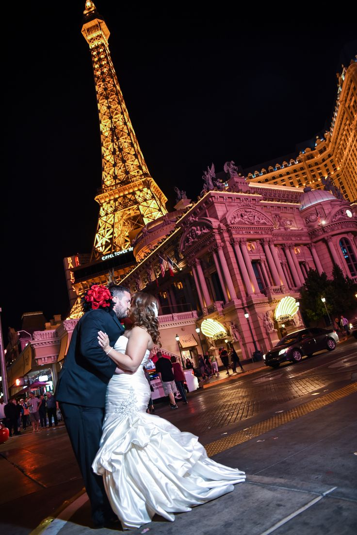 Eiffel Tower Wedding Photo Shoot On The Las Vegas Strip And Packages By