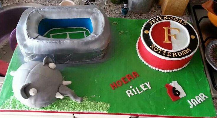 Mega Feyenoord taart met Ollie en de Kuip