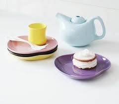 """Mano kopper og tallerkner.. Smukt på bordet, og så er man """"fri"""" for dugen, for det pynter så fint i sig selv."""