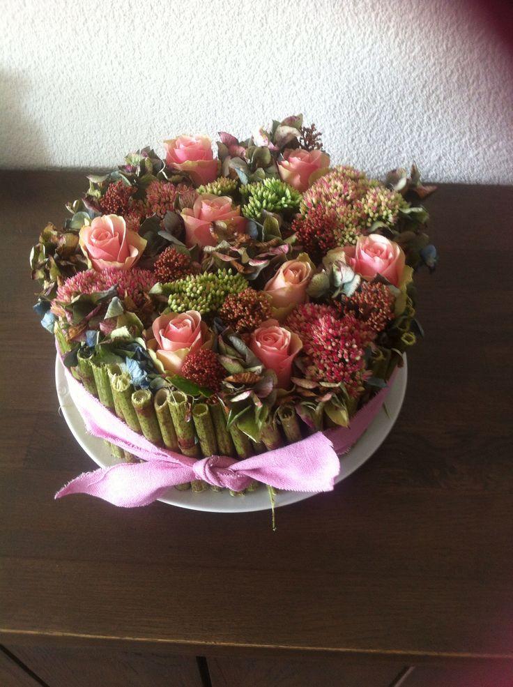 Bloementaart roze rozen en hemelsleutel
